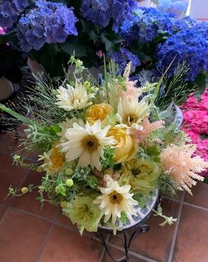 花畑のような、淡く優しい母の日の祝い花