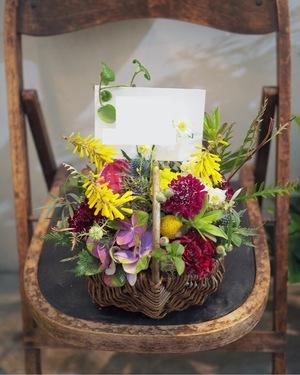 「イラストレータさんの個展のお祝いへ」おしゃれな祝い花