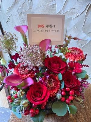 華やかで可愛い女性のイラスト個展お祝い花
