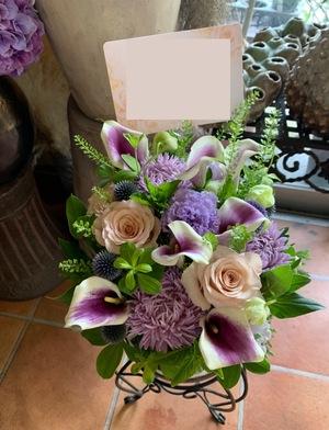 「友人の門出に背中を押したい」お店の雰囲気に合わせた開店祝い花