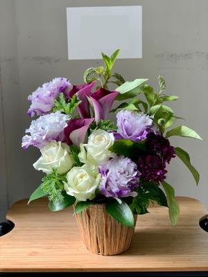 「応援している気持ちを伝えたい」上品な色合いの個展祝い花