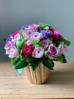 個展のお祝いにもピッタリ 上品ピンクの祝い花