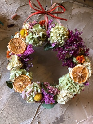 ドライのフルーツが印象的な祝い花リース