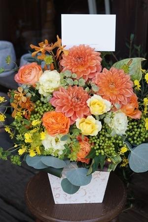 竣工祝い・落成祝いにも 明るく華やかなお祝いアレンジ花