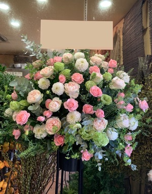 「皆さんが喜んでもらえるお花をお届けしたい」可愛く優しい開店祝いスタンド花