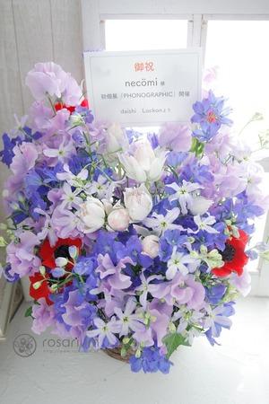 ずっと応援してきたイラストレーター様の初個展へ贈るお祝いと感謝の気持ちを込めたお祝い花