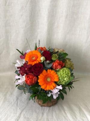 「お祝いと感謝の想いを込めて」落ち着いた雰囲気のお祝い花