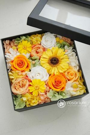 「元気で明るい溌剌としたイメージで」オレンジ色がメインの誕生日お祝い花