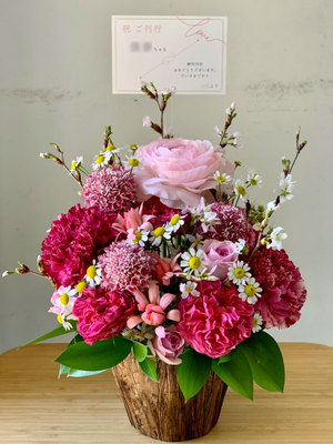 ご友人著の本の出版祝いに 本のキャラクターにちなんだお花のお祝い花
