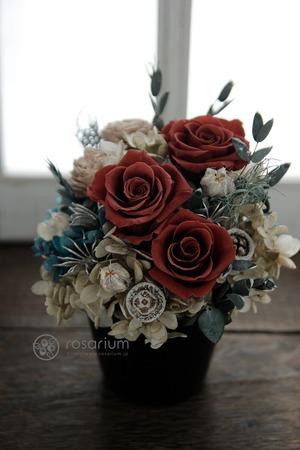 お店の雰囲気に合う茶色をメインにしたプリザーブドフラワーの開店祝い花