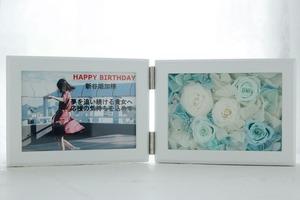 お誕生日お祝いの白をメインとした透明感のあるフォトフレームアレンジメント