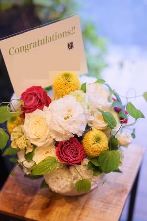 エステサロン様への白をベースにした爽やかで可愛い開店お祝い花