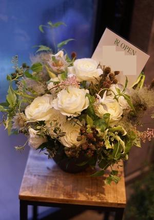「いつも素敵な魔法をかけてくれてありがとう」内装をイメージした開店祝い花