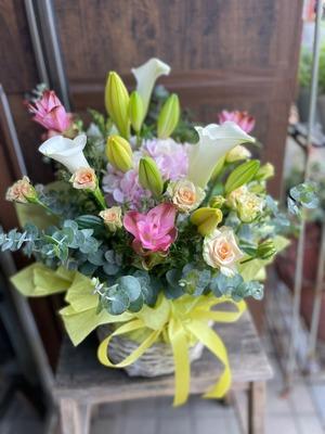 クリーニング店様への白を基調とした開店お祝い花