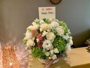 リラクゼーションサロン様への白とグリーンがメインの開店お祝い花