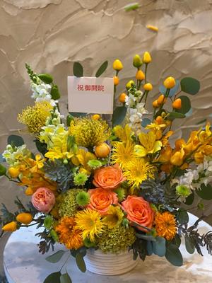 「届け先の雰囲気をイメージして」開院お祝い花