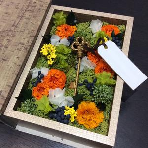 鍵にまつわるプロダクトのリリース祝いのプリザーブドフラワー祝い花|