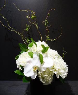 スタイリッシュなギャラリーのリニューアルオープン祝い花