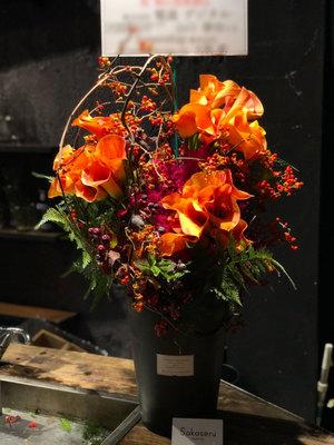 個展のお祝いにもピッタリ 秋らしさたっぷりの祝い花
