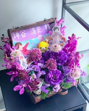 声優ユニット様の担当カラー・紫を用いたお祝い花