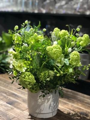 御昇進祝のフレッシュなグリーンの祝い花|