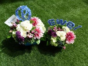 ロゴがコンセプトの周年祝い花