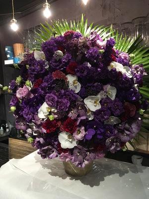 安心感とインパクトをイメージしたご移転祝い花