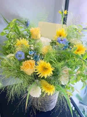 個展のお祝いにもピッタリ 爽やかな祝い花