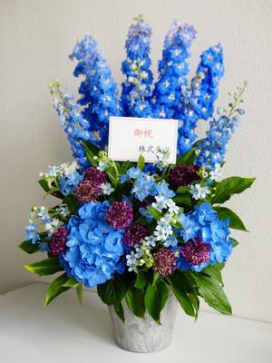 CM制作会社さまに贈られたコーポレートカラーの祝い花