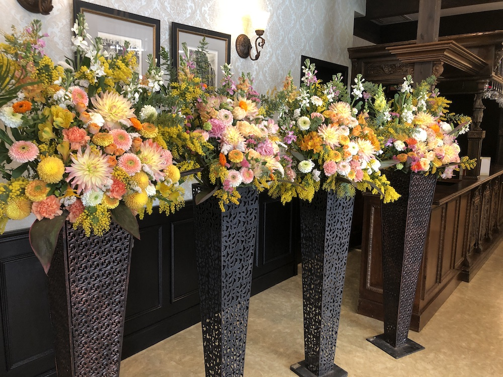 愛知県名古屋市へお届け お祝いのスタンド花